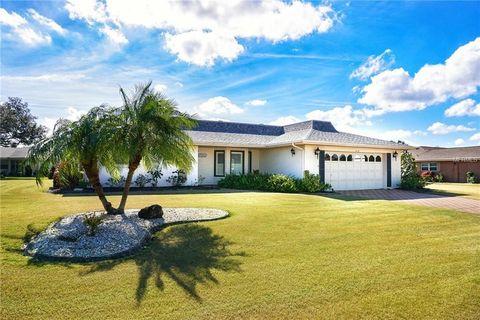 213 Stoneham Dr, Sun City Center, FL 33573