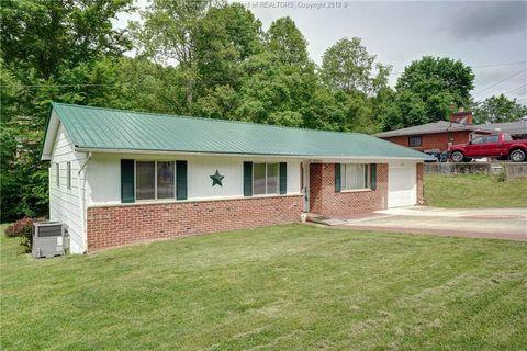 Photo of 1705 Pinewood Dr, Charleston, WV 25320