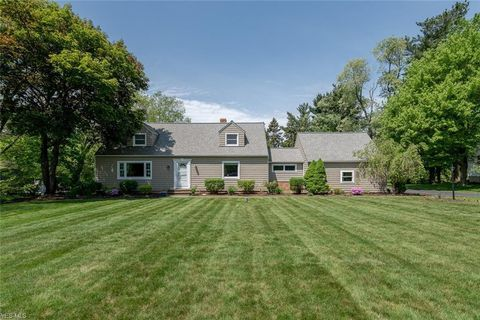 Photo of 4370 S Hilltop Rd, Chagrin Falls, OH 44022