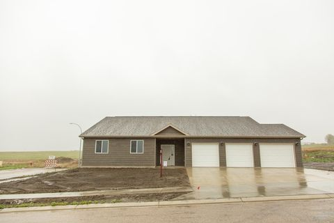 Photo of 4702 Crown Point Rd, Mandan, ND 58554