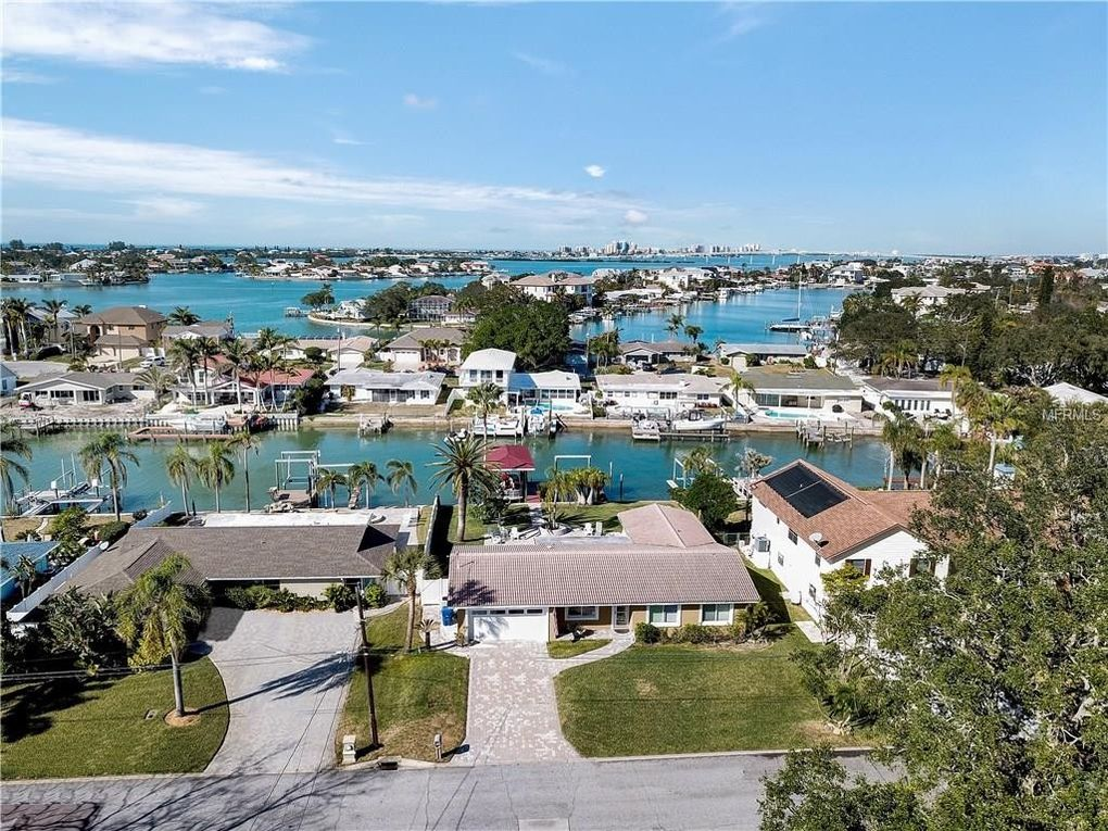 4452 Clearwater Harbor Dr N, Largo, FL 33770