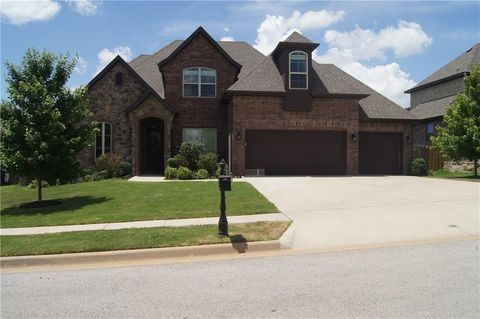 2310 S Mont Blanc Ave, Rogers, AR 72758