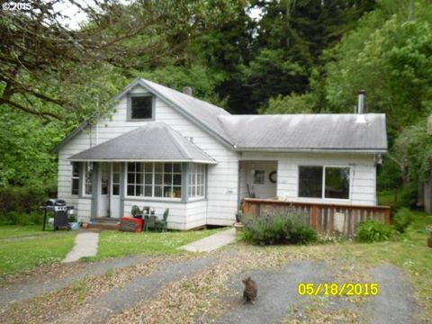 63683 Harriet Rd, Coos Bay, OR 97420