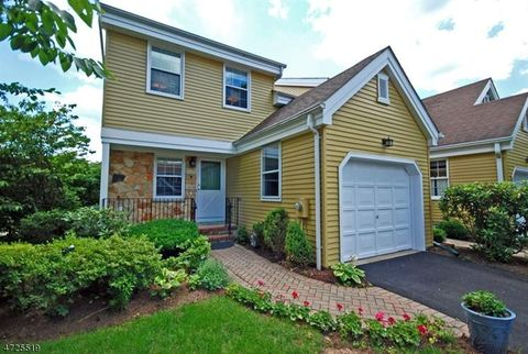 17 Pilgrim Ct, Morris Twp, NJ 07960