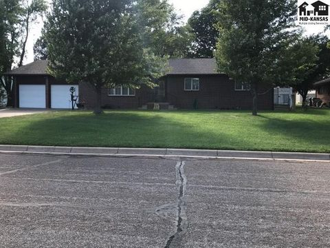 Photo of 1007 S Douglas Ave, Lyons, KS 67554