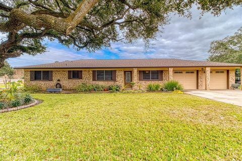 Photo of 302 Jay St, Boling, TX 77420