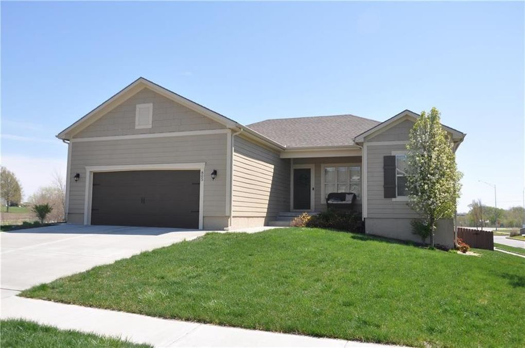 805 Sw Green Meadow Dr, Blue Springs, MO 64064