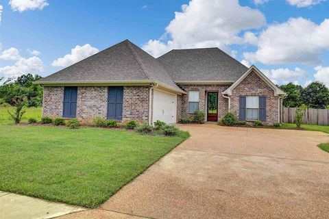 Photo of 117 Bankside Dr, Canton, MS 39046