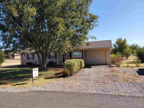 Photo of 2080 Old Seymour Dr, Marlow, OK 73055