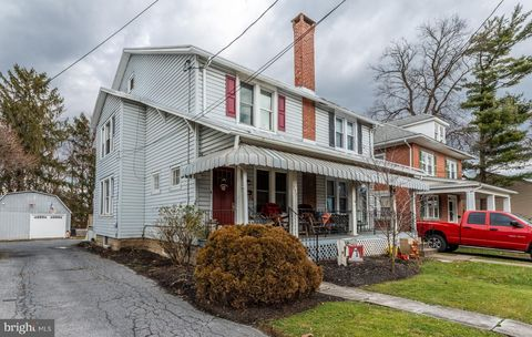 377 E Main St, New Holland, PA 17557