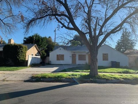 Photo of 8212 Encino Ave, Northridge, CA 91325
