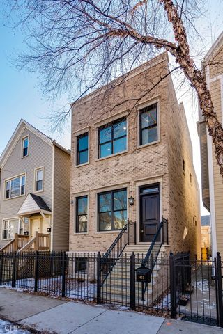 Photo of 1433 W Fletcher St, Chicago, IL 60657