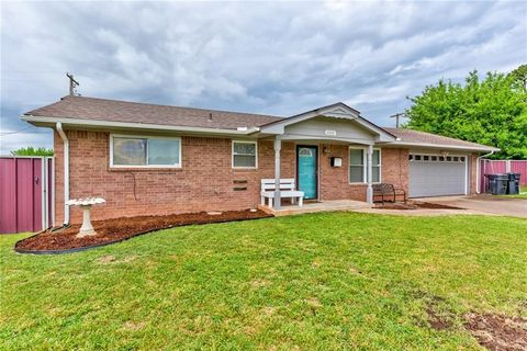 2009 Bellaire Dr, Moore, OK 73160