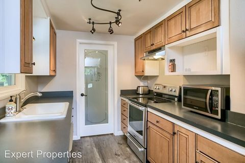 Photo of 207 Bain St, Talent, OR 97540