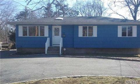 522 Moffitt Blvd, Islip, NY 11751