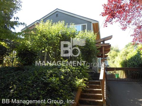 Photo of 224 Ne Fremont St, Portland, OR 97212