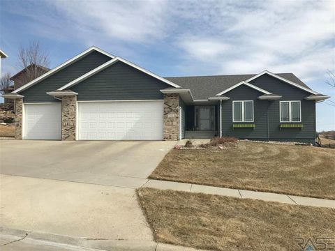 Photo of 712 N Garnet Cir, Brandon, SD 57005