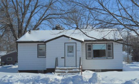 616 1st St Sw, Watertown, SD 57201
