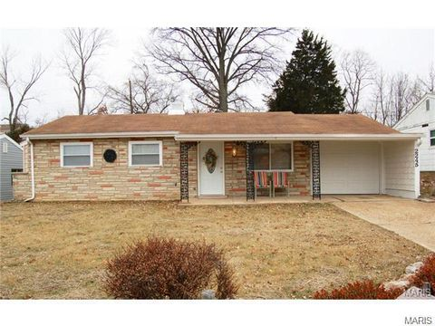 2245 Summit Dr, Arnold, MO 63010