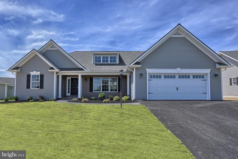 Photo of 6 Park View Dr, Myerstown, PA 17067