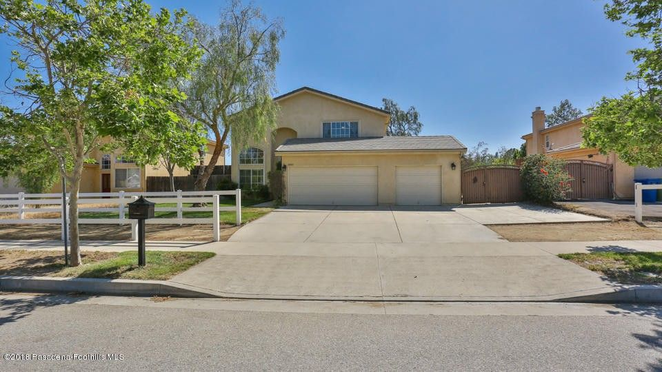 10085 Bromont Ave, Sun Valley, CA 91352