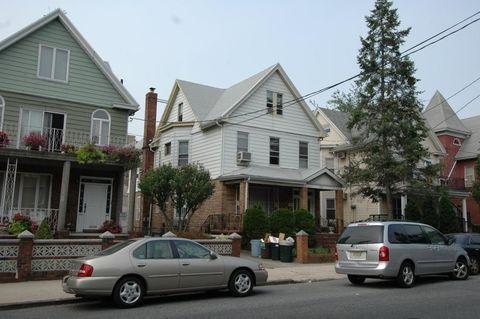 1036 57th St, Brooklyn, NY 11219