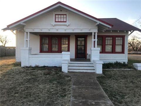 172 Hill St, Moran, TX 76464