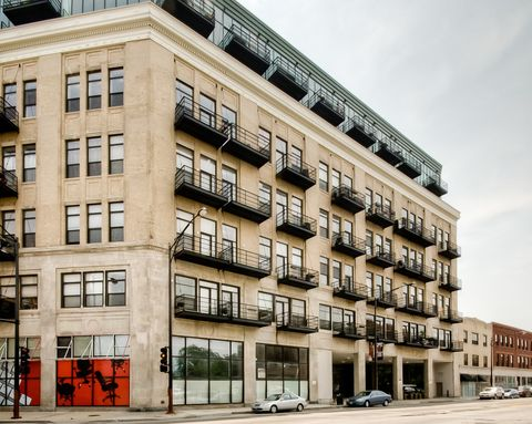 Photo of 1645 W Ogden Ave Unit 620, Chicago, IL 60612