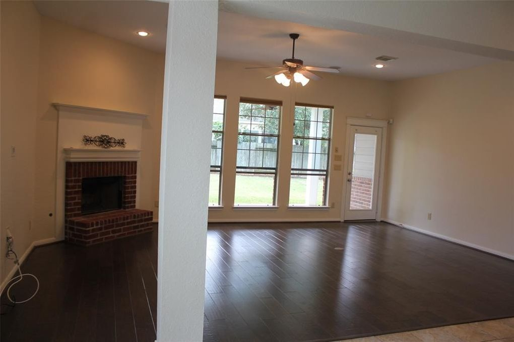 90 W Tapestry Park Cir, The Woodlands, TX 77381