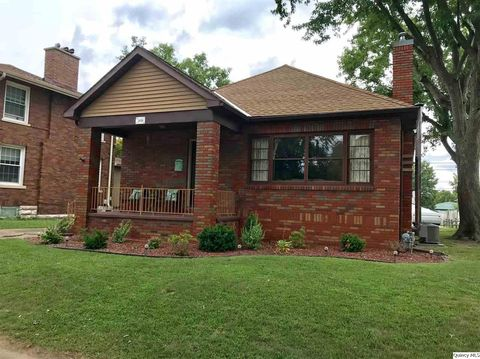 2016 Spring St, Quincy, IL 62301