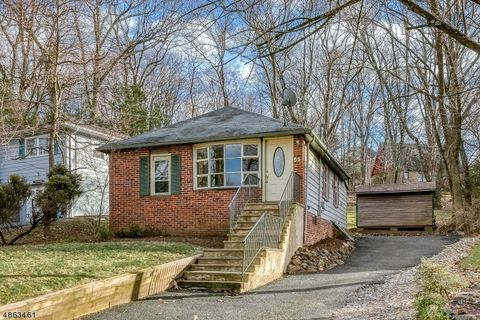 65 Maple St, Watchung, NJ 07069