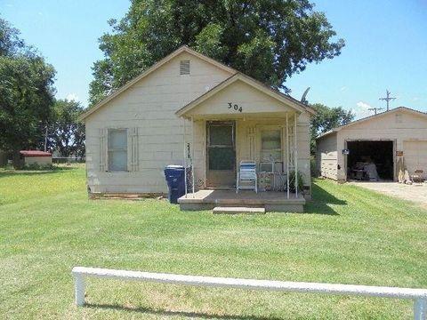 706 W Chickasaw St, Lindsay, OK 73052