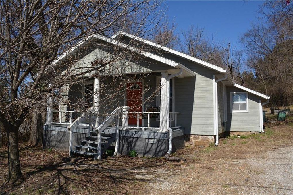 204 E Baxter Ln, Fayetteville, AR 72701