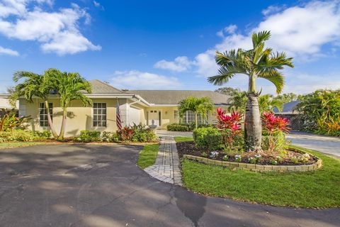 Photo of 350 Country Club Dr, Tequesta, FL 33469