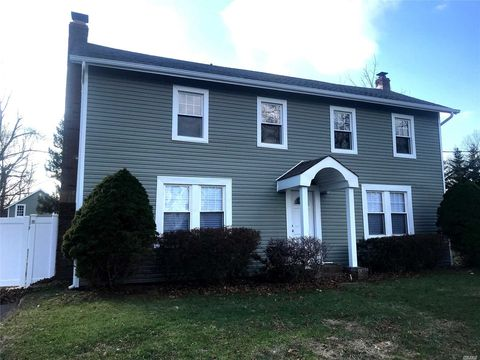 Photo of 18 Pine St, East Moriches, NY 11940