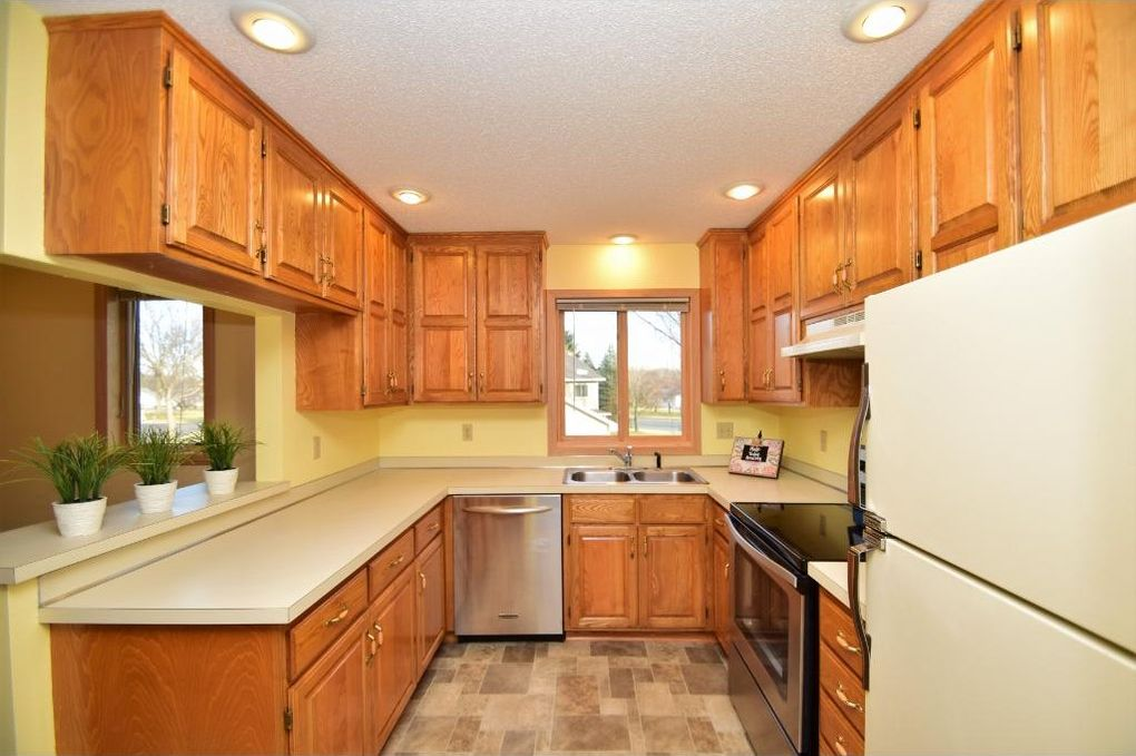 1553 Creek Meadows Dr Nw, Coon Rapids, MN 55433
