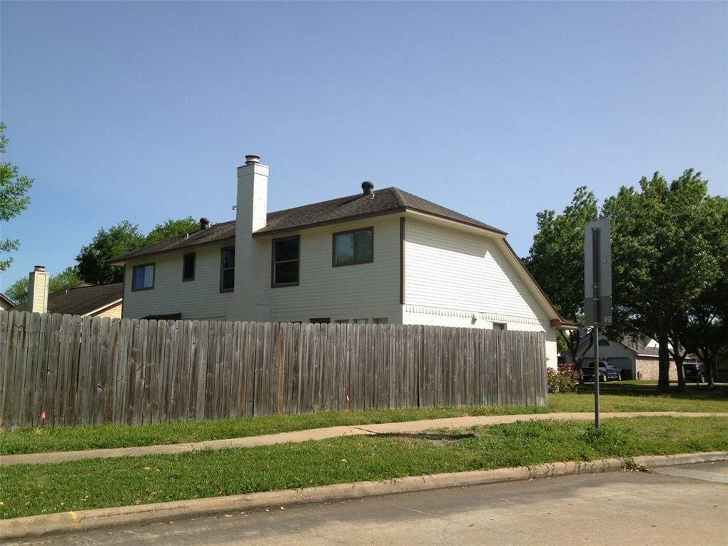 3330 Kempwood Dr, Sugar Land, TX 77479