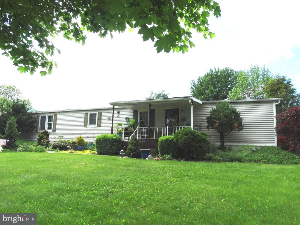 9869 Community Center Rd, Orrstown, PA 17244