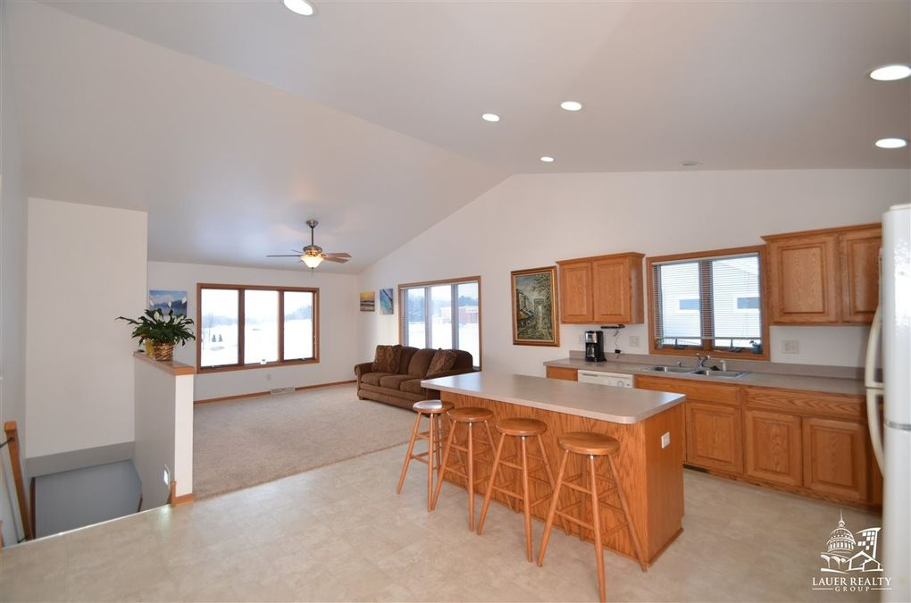 404-406 Manley Ln, Cottage Grove, WI 53527