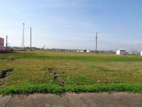 Photo of 1305 N Avenue M, Freeport, TX 77541