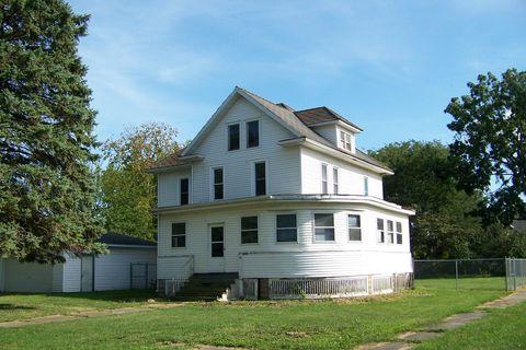 Photo of 32 W Oak St, Piper City, IL 60959