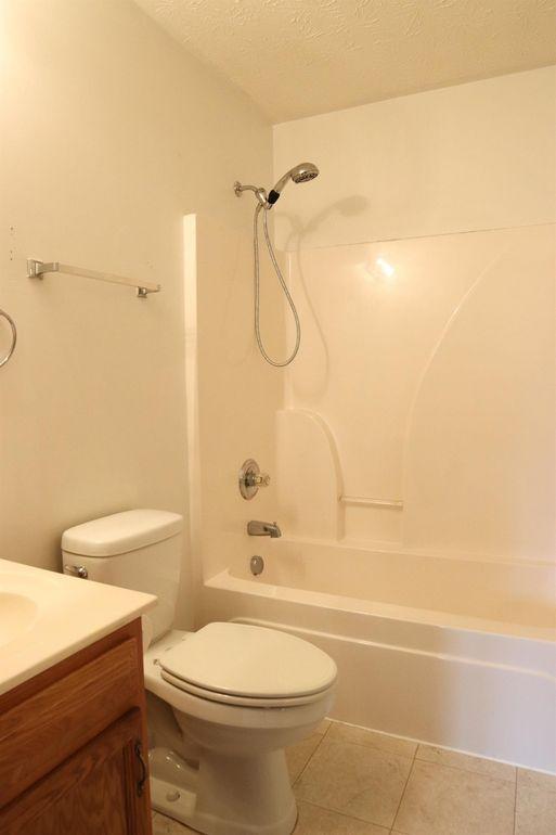 304 Triple Crown Dr, Lebanon, OH 45036 - Bathroom