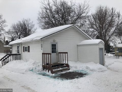 Photo of 900 4th St, Holdingford, MN 56340
