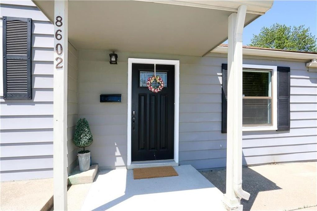 8602 W 55th St, Merriam, KS 66202