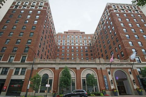 Photo of 3170 N Sheridan Rd Apt 510, Chicago, IL 60657