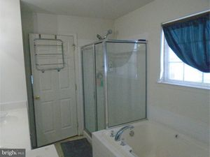 659 Leeward St, Coatesville, PA 19320 - Bathroom