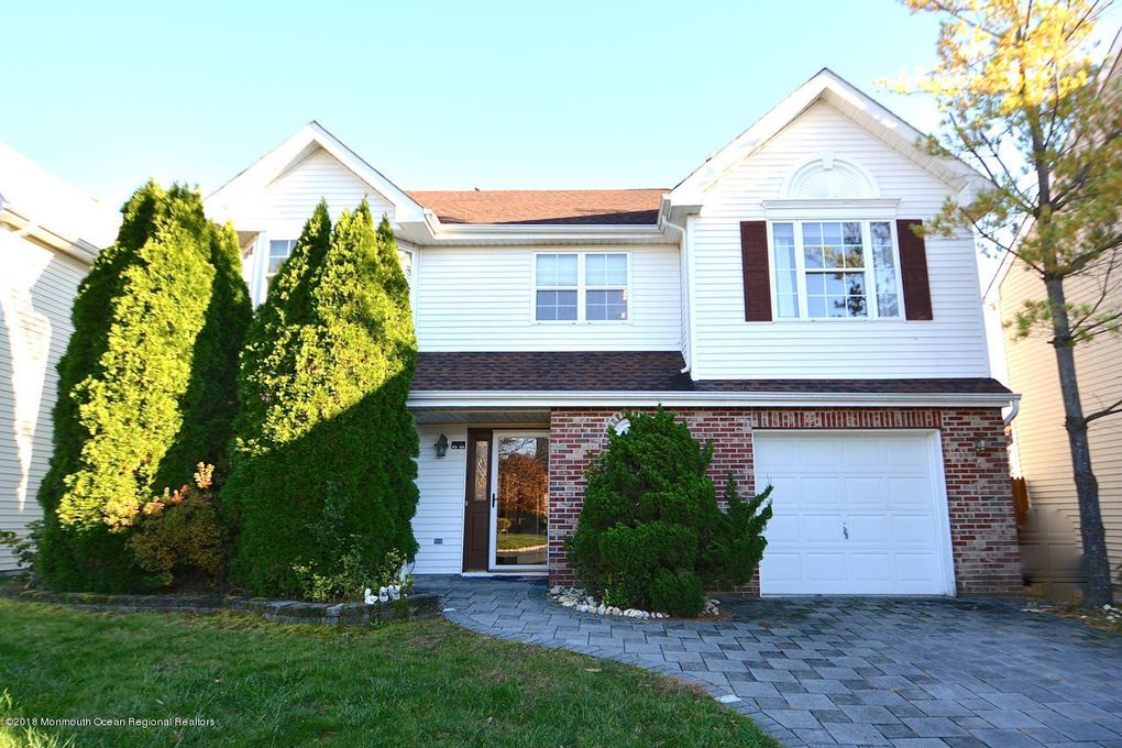 55 Glen Oaks Ct, Old Bridge, NJ 08857