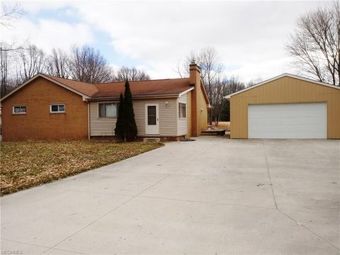 983 Struthers Coitsville Rd, Lowellville, OH 44436