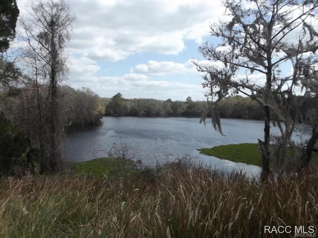 11637 N Hume Pt Dunnellon, FL 34434
