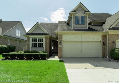32965 Brookside Cir, Livonia, MI 48152